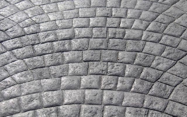 zoom-béton-empreinte-pave-okedo-640×400