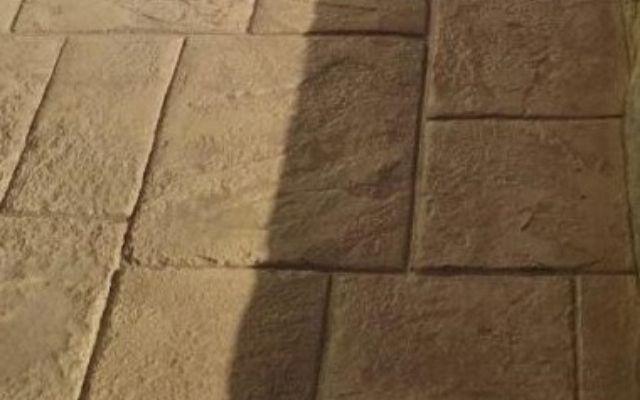 zoom-béton-empreinte-petit-dallage-okedo-640×400