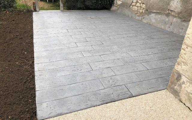 terrasse-béton-empreinte-bois-okdeo-640×400 (4)